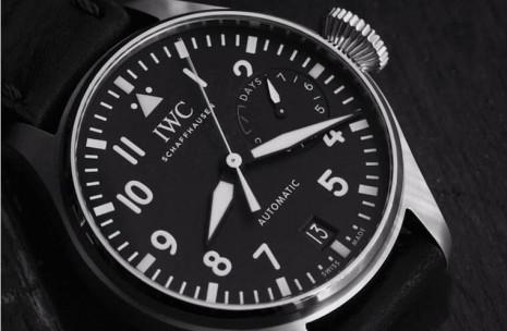 飛行錶面盤上的三角形標記有什麼作用?
