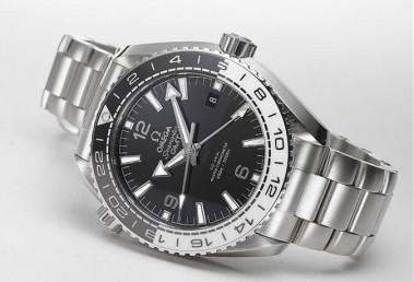 歐米茄海馬兩地時間潛水錶有少見黑白雙色陶瓷圈