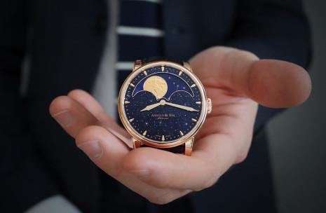 Basel 2019:整個面盤都是月相的舞台 ARNOLD & Son HM Perpetual Moon