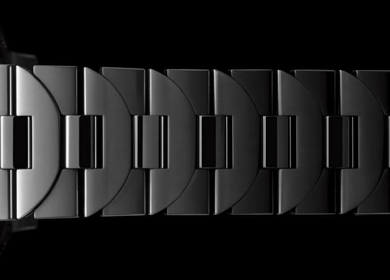 沛纳海Luminor 1028搭配品牌经典链带设计 结合表冠