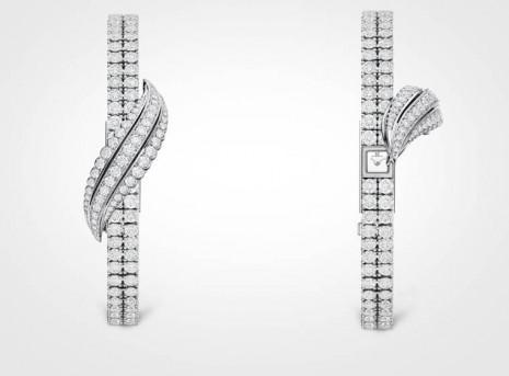 積家搭載品牌最小機芯的101 Feuille女錶再推出白金款式