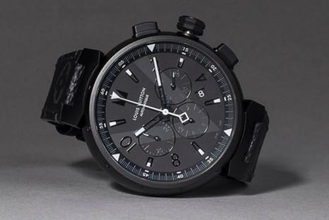 路易威登最招牌的Tambour系列 PVD帶來全黑酷帥風格讓計時錶看起來更有型