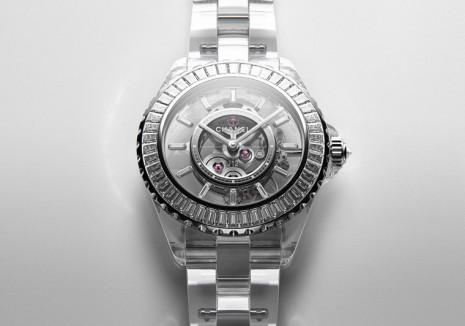 香奈兒全新J12 X-Ray採用藍寶石水晶打造系列首見透明錶殼