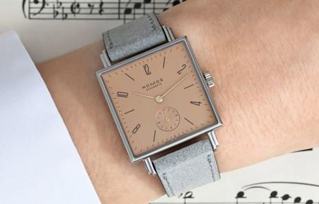 Tetra Symphony是NOMOS為了致敬貝多芬誕辰250週年推出的紀念錶