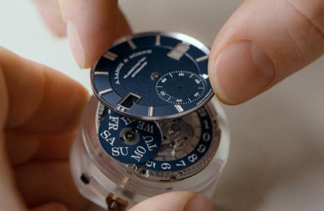 朗格Odysseus不鏽鋼運動錶共由312枚零件組成並需經過二次組裝才能推出上市