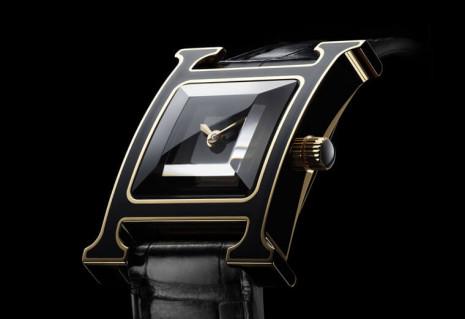 愛馬仕全新Heure H以玫瑰金線條點綴漆黑錶殼