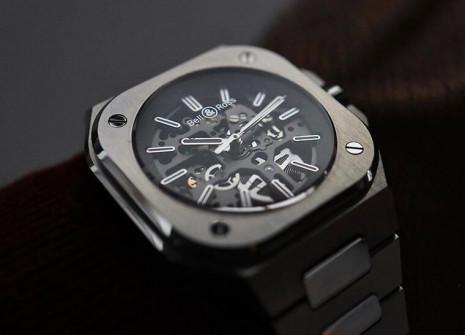 柏萊士BR05鏤空錶展現運動錶少見的精緻感 錶背也是品牌少見的透明底蓋