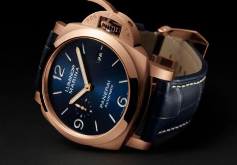 沛納海1112的Luminor Marina錶殼換上Goldtech紅金材質展現高雅氣質