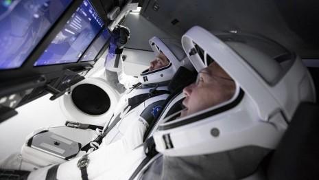 SpaceX計畫首次載人火箭  太空人佩戴這支錶準備升空