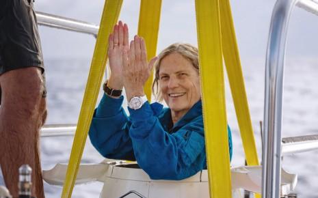 人類史上唯一到過太空和最深海溝的女太空人手上戴什麼錶
