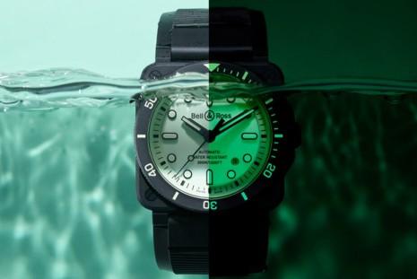 柏萊士BR03-92黑陶瓷方殼潛水錶將夜光效果發揮到極致