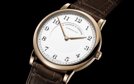 朗格1815超薄手上鍊二針錶以蜂蜜金材質突顯週年紀念版身份