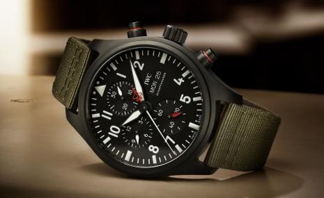 IWC飛行員Top Gun限量計時錶首度把兩種科技材質組合為一