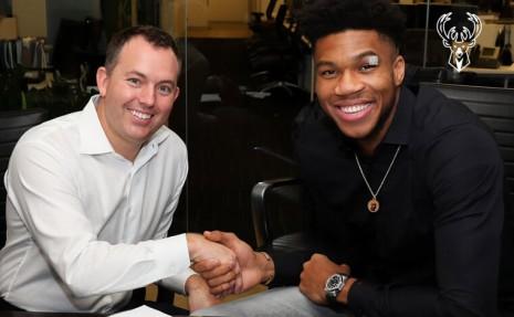 公鹿隊字母哥Antetokounmpo戴AP幸運錶簽下NBA史上最大合約