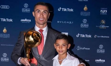 C羅父子出席2020環球足球獎  一起亮出罕見神錶