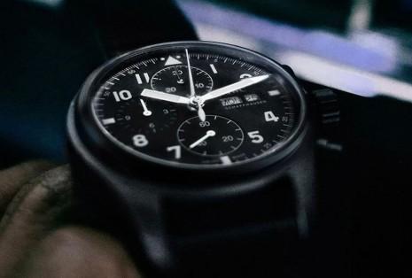 IWC目前有哪些錶採用品牌獨家瓷化鈦金屬錶殼