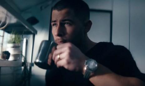 尼克強納斯佩最新單曲《Spaceman》出現一款超搭太空錶!