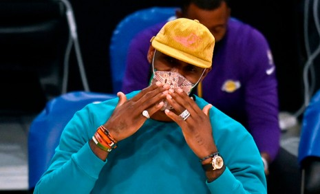 NBA湖人隊巨星LeBron James戴勞力士愛錶扮演場下教練