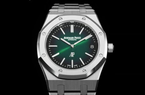 首度換上綠面依舊經典的愛彼RO Jumbo超薄錶