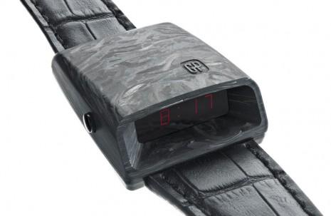 這是3P錶?充滿科幻風石英錶  搭配鍛造碳材質