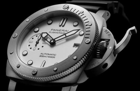 沛納海Submersible潛水錶首見白面款式PAM01223